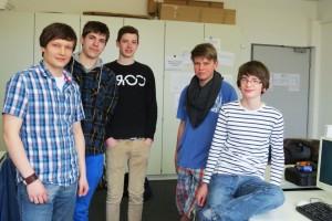 Die AG-Teilnehmer Hr. Sdrojek, Rico Brase, Michel Ole Schmidt, Lukas Kuznia und Paul Nowitzki (v. l.) (Fotograf: Leo Tritthart)