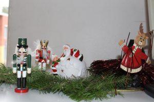 Weihnachtsdeko im Klassenraum der 8c